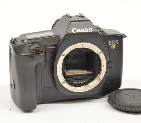 Canon EOS RT perfetta. Completa di tappo.Senza batteria,cinghia.